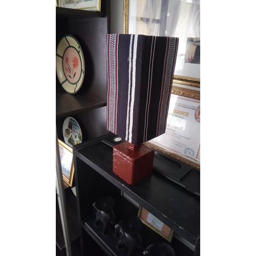 Lampe de chambre, de salon ou de bureau en pagne